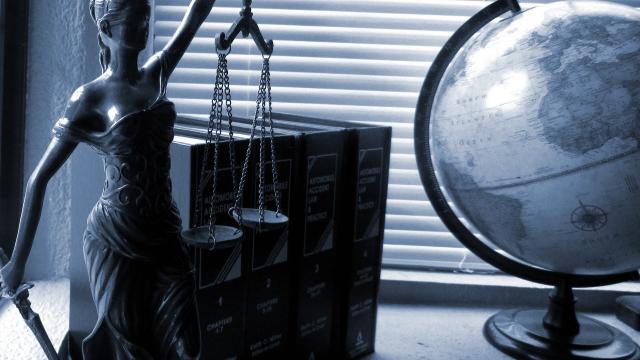 9-lady-justice-2388500-1920.jpg
